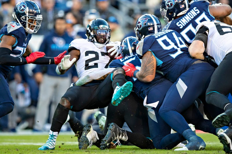 Leonard Fournette getting swallowed up by the Titans defense