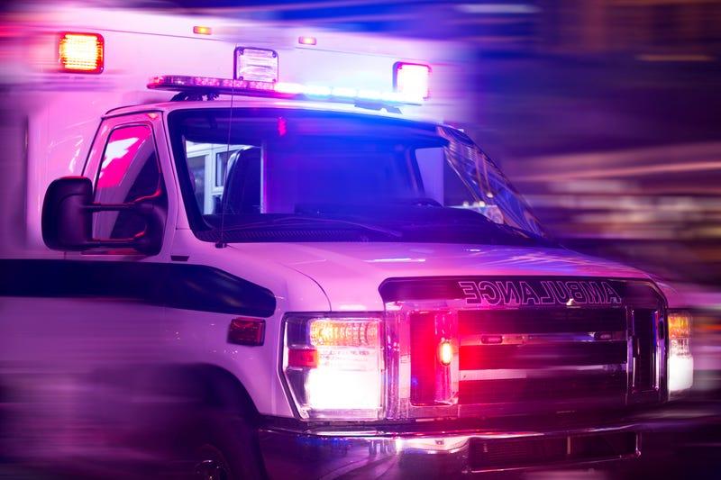 3 men, 1 teenage girl injured in West Garfield Park shooting