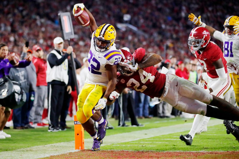 Clyde Edwards-Helaire stays inbounds for a touchdown against SEC rival Alabama