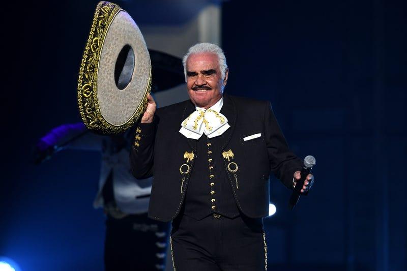 Vicente Fernández actúa en el escenario durante la 20ª edición de los Latin GRAMMY en el MGM Grand Garden Arena el 14 de noviembre de 2019 en Las Vegas, Nevada.