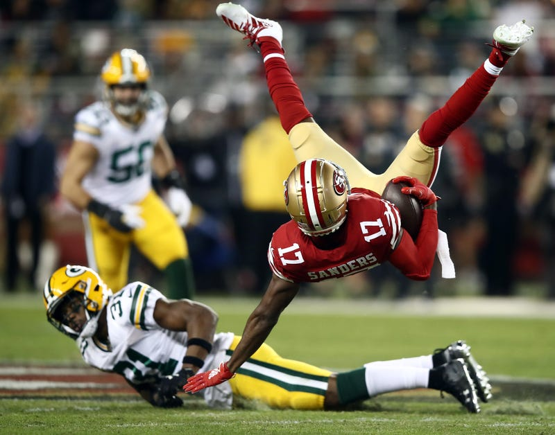 49ers receiver Emmanuel Sanders lays out for an acrobatic catch