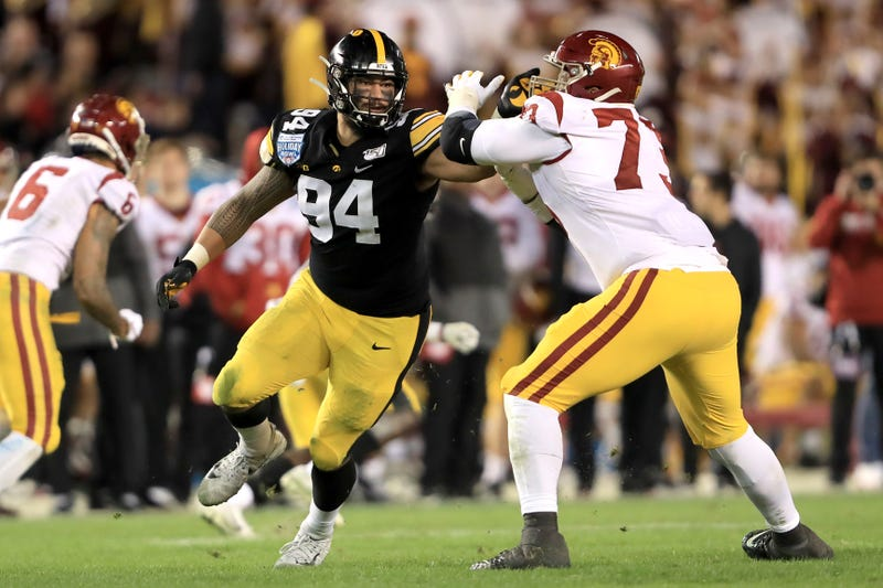 Iowa pass-rusher A.J. Epenesa battling in the trenches with USC OT Austin Jackson
