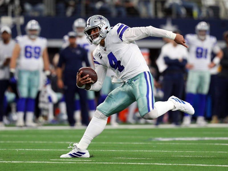 Cowboys QB Dak Prescott keeps it himself