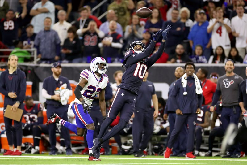 DeAndre Hopkins extends for the catch