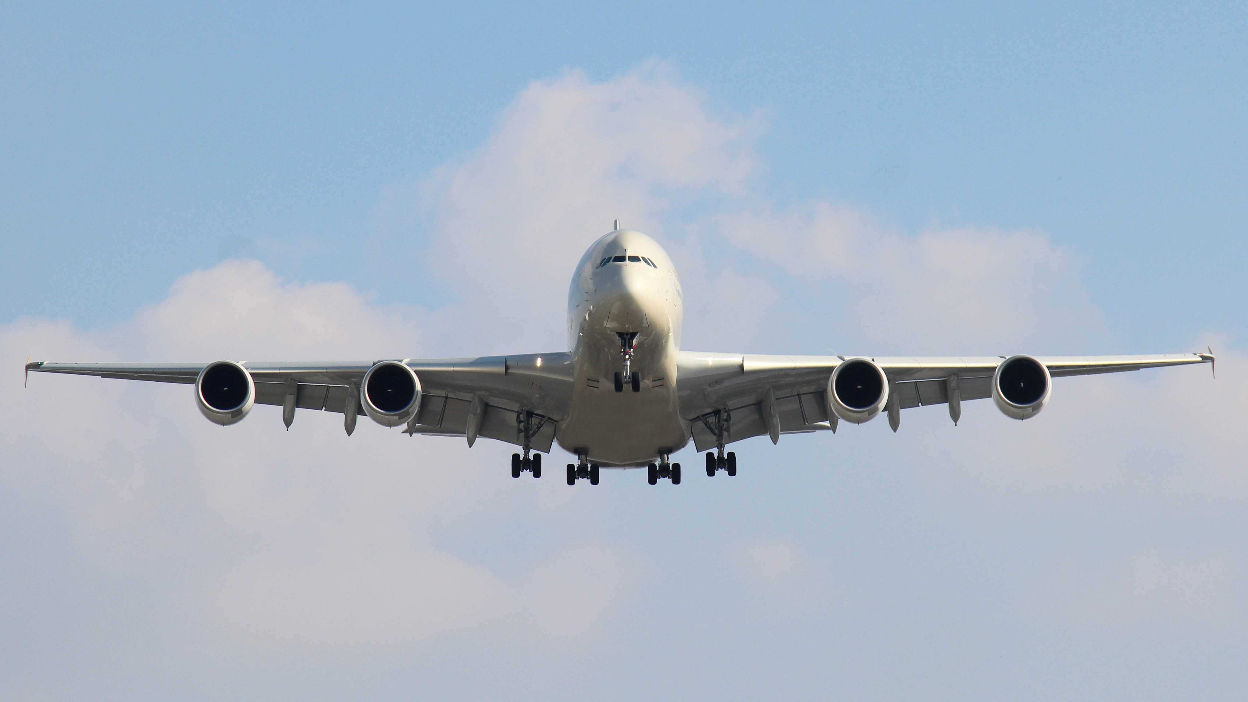 10 hospitalized, flight forced to land after 150-foot altitude drop