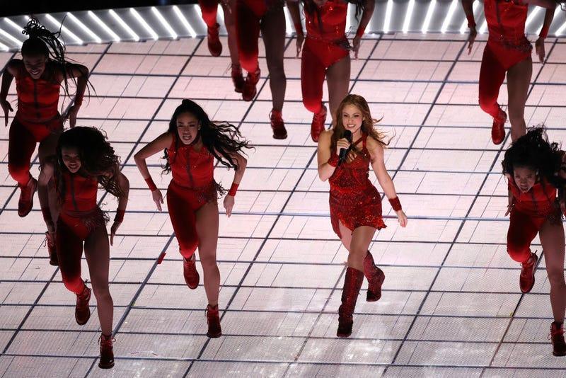 Shakira baila en el escenario del Super Bowl 2020