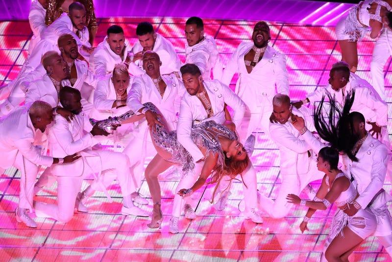 Jennifer Lopez baila salsa en el Super Bowl 2020