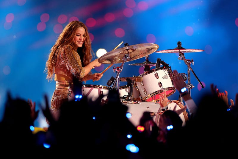 Shakira toca la batería en el Super Bowl 2020