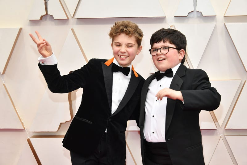 jojo rabbit stars archie yates and roman griffin davis at 2020 oscars