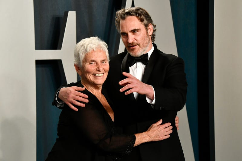 joaquin phoenix and mother arlyn phoenix at 2020 oscars afterparty