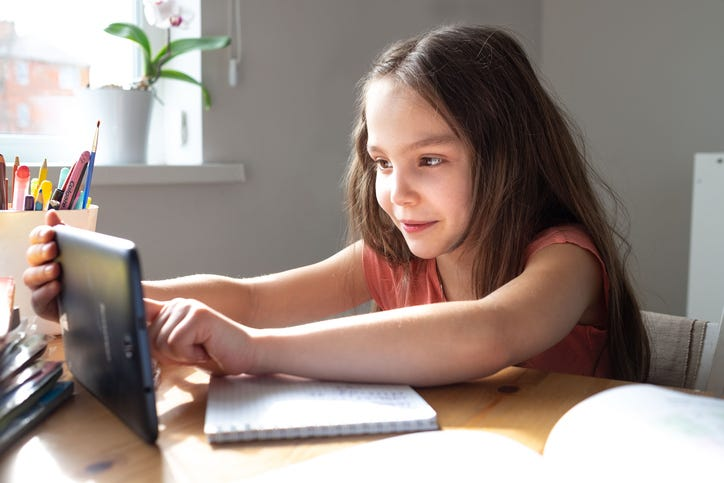 how to manage kids' screen time during the pandemic