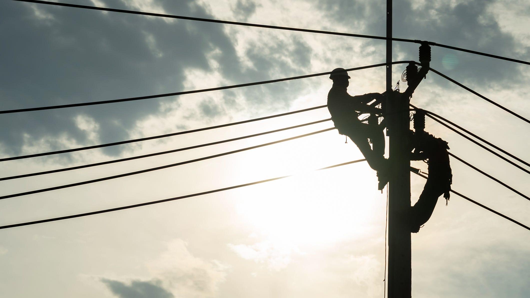 Compañía Eléctrica de Texas Manda Equipos a Zonas Dañadas por Laura