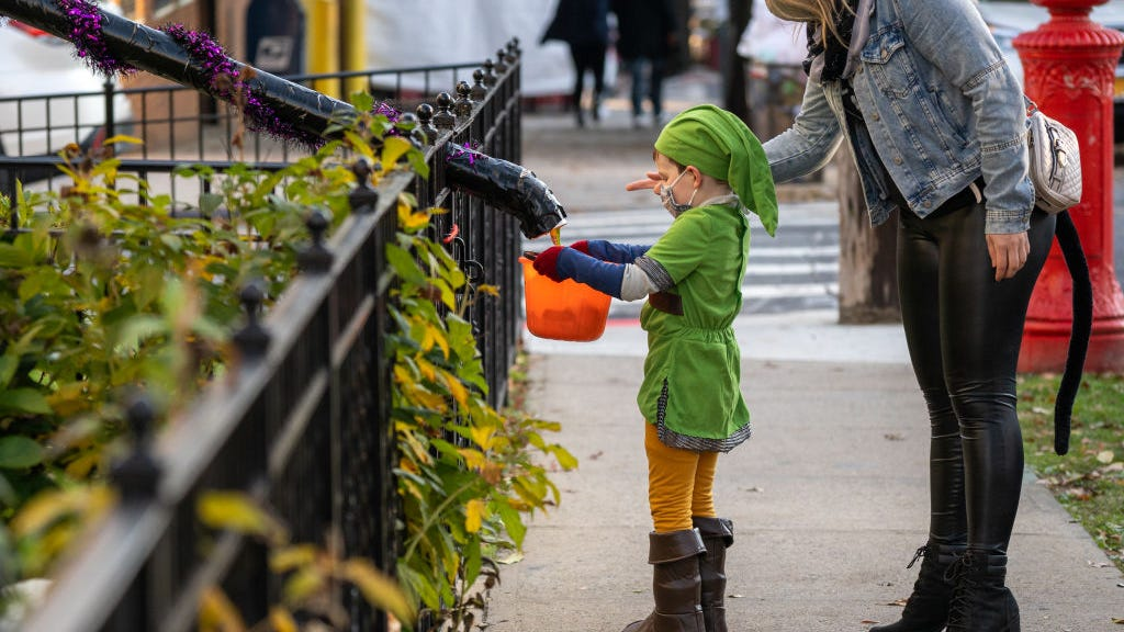 Fauci endorses Halloween trick-or-treating this year