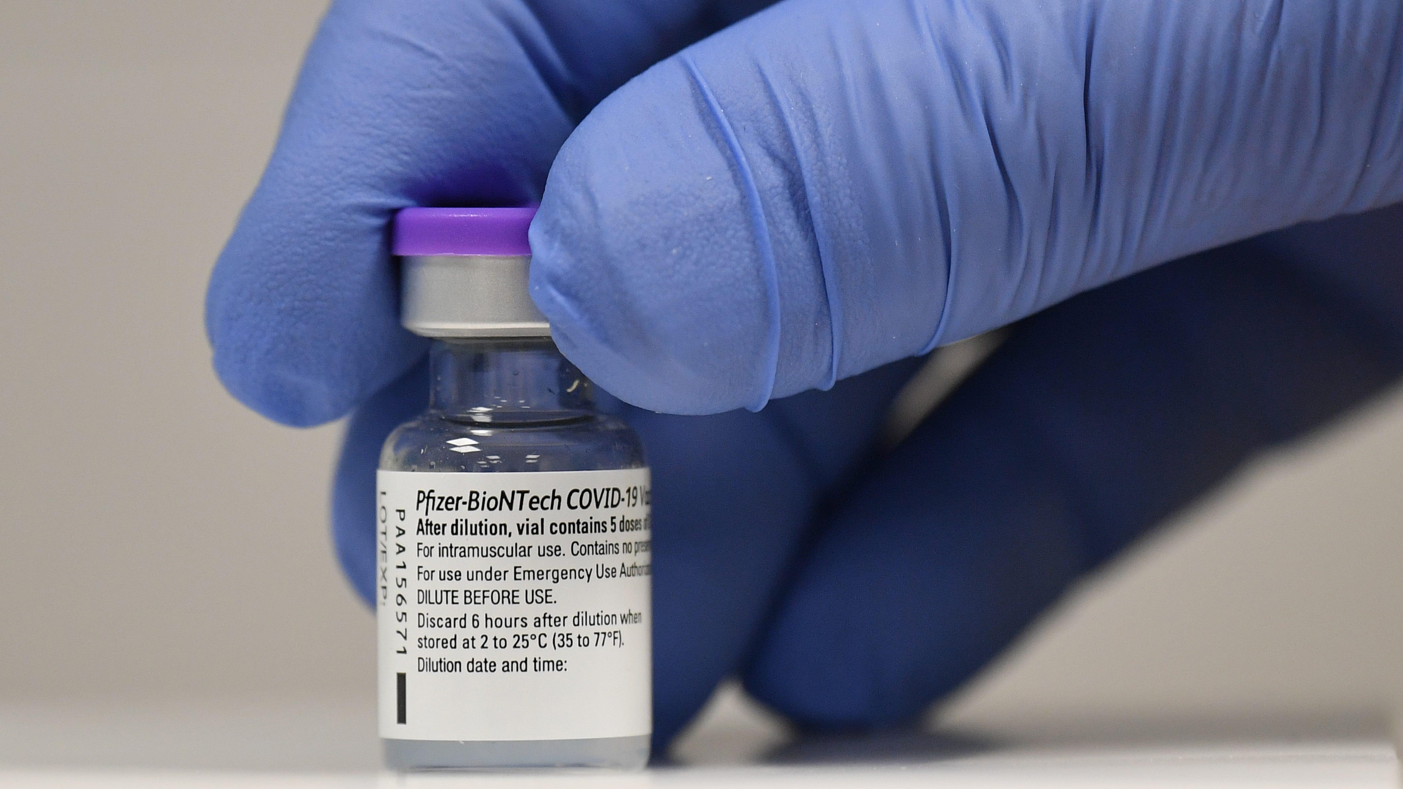La vacuna Pfizer obtiene aprobación total de la FDA