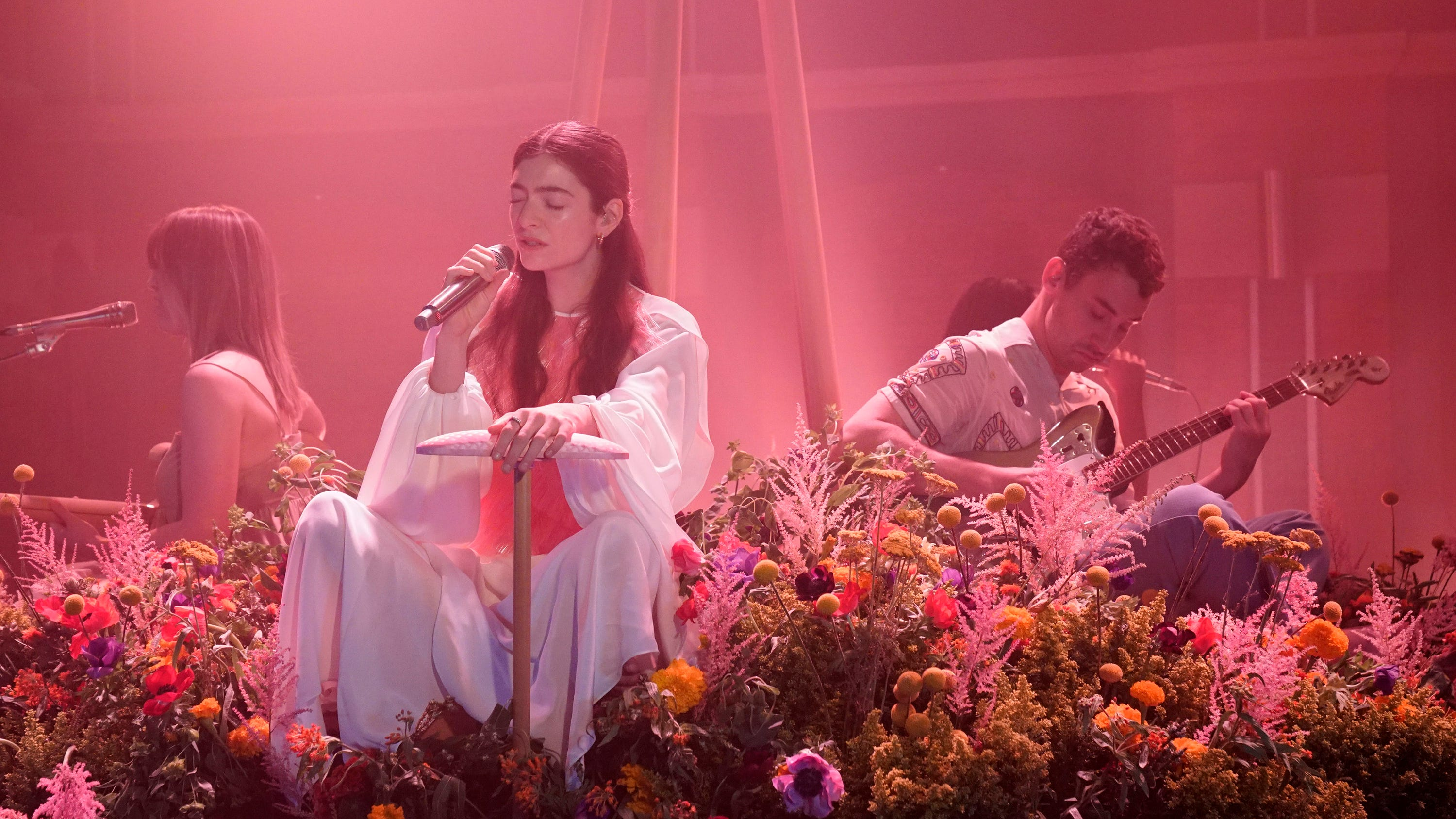 Lorde's'Stoned At The Nail Salon' has already created a few of our favorite memes
