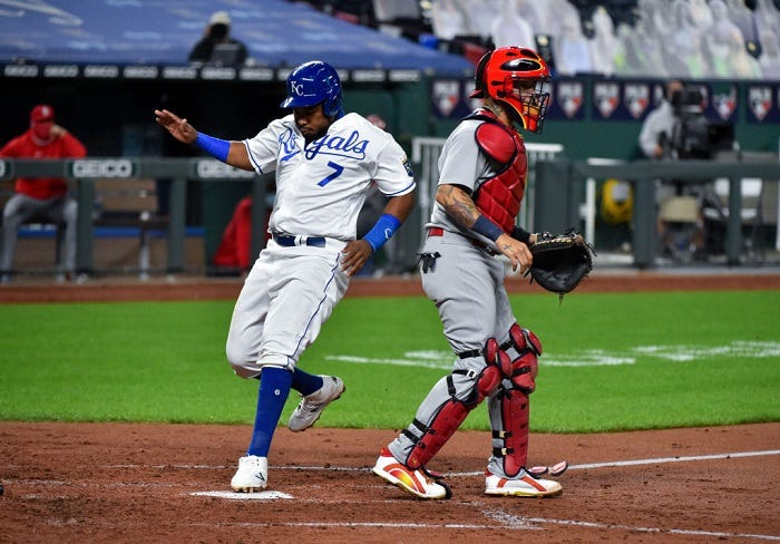 Royals cruise by St. Louis