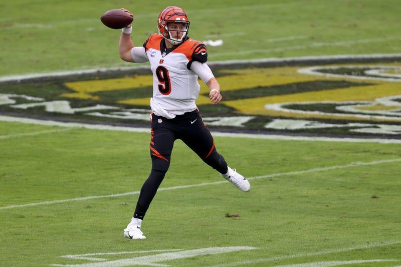 Joe Burrow makes a throw on the run
