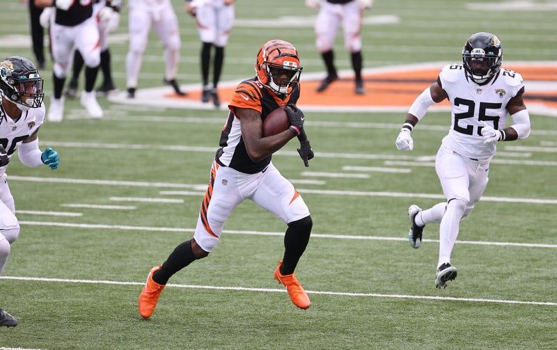 Bengals receiver Tee Higgins gets loose in the open field