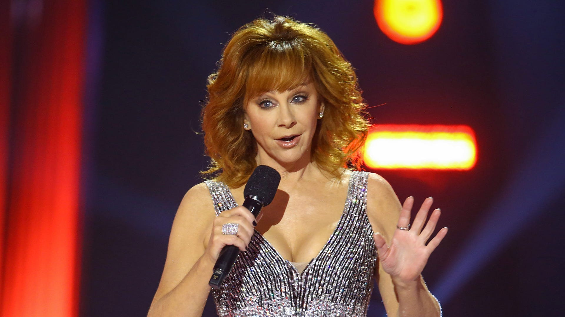 Watch Reba McEntire get rescued from an Oklahoma building during staircase collapse