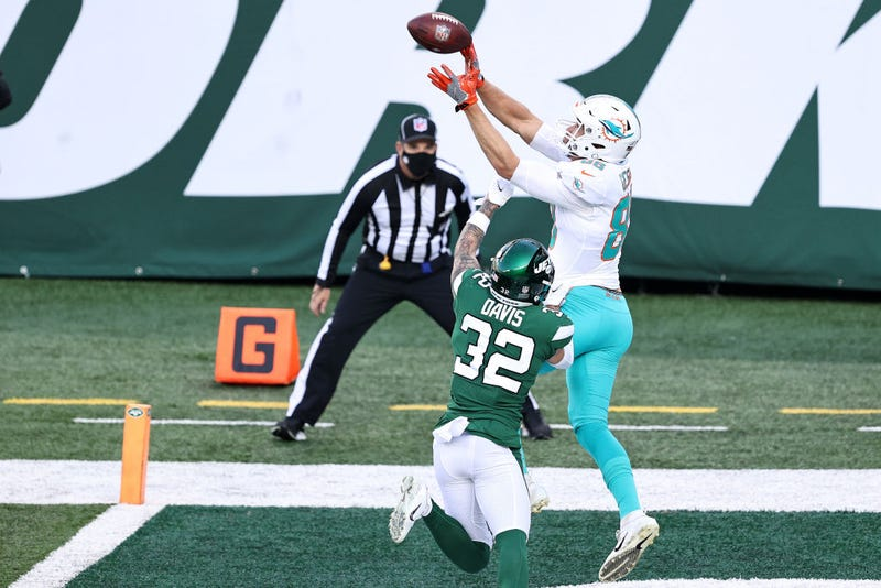 Mike Gesicki makes a leaping touchdown grab against the Jets.