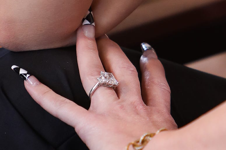 Gwen Stefani's engagement ring from Blake Shelton