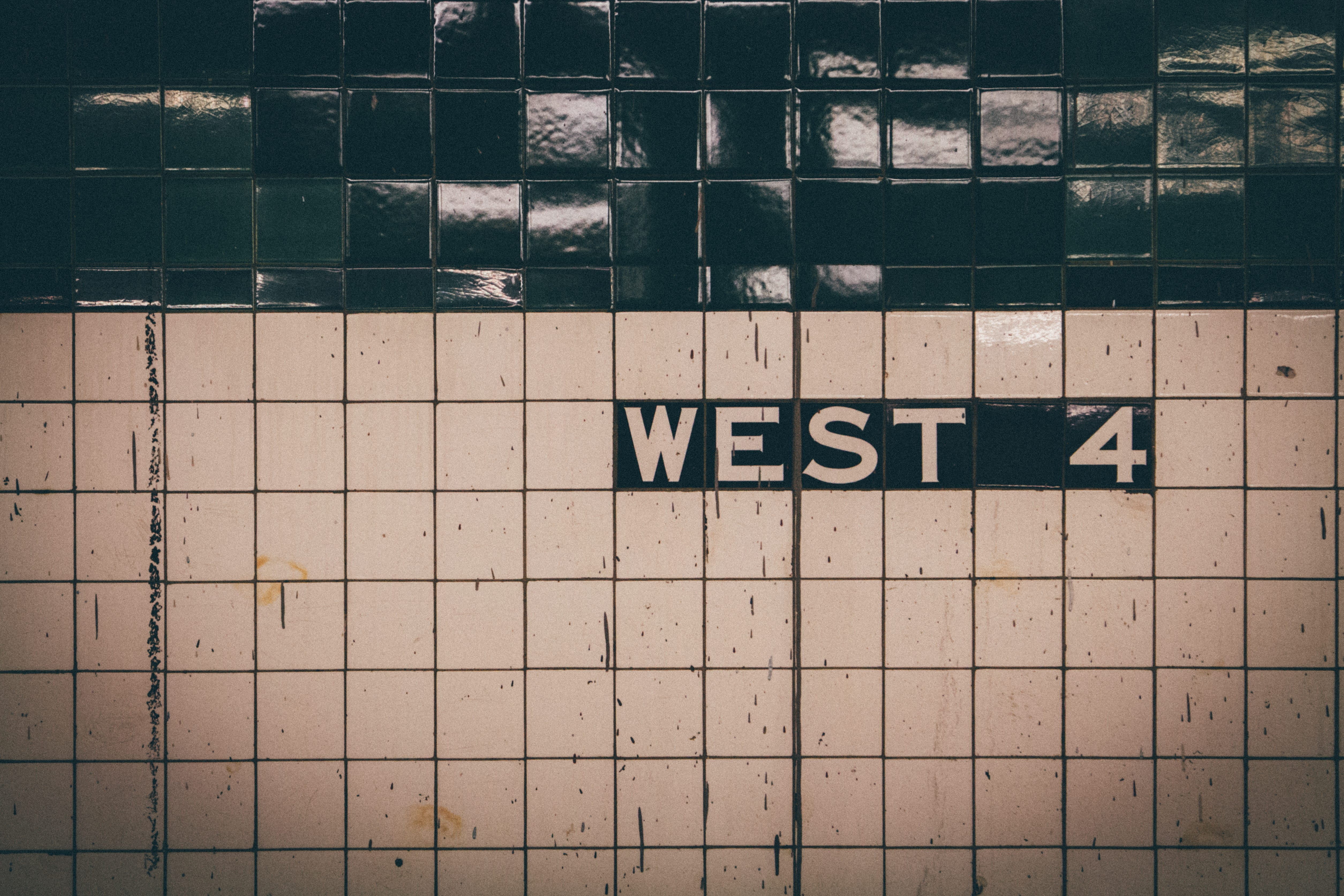 Man slashes rider's hand in Manhattan subway station after asking for money: police