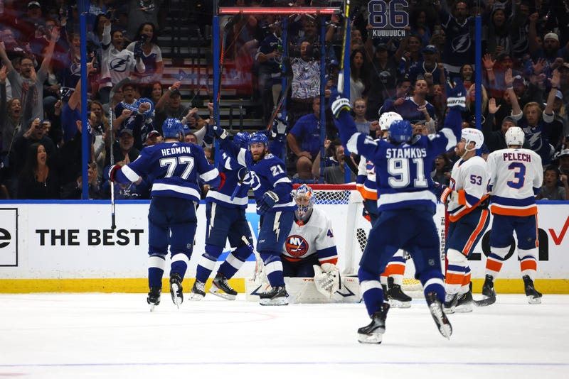 Tampa Bay Lightning players celebrate goal.