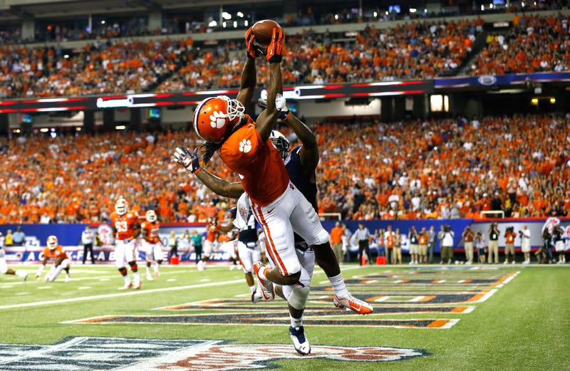 DeAndre Hopkins reels in a touchdown for Clemson