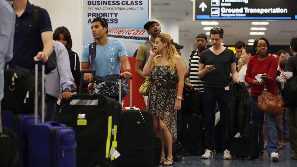 Por qué las aerolíneas pudieran empezar a pesar pasajeros antes de sus vuelos