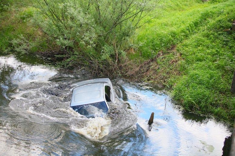 Car, Sinking, Underwater