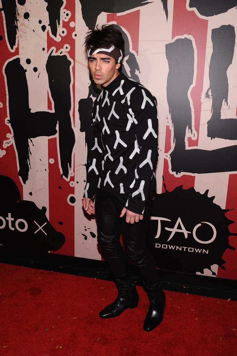 joe jonas dressed up as derek zoolander for halloween