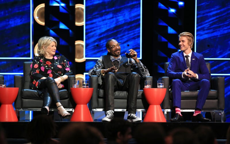 martha stewart and snoop dogg on stage with justin bieber at his comedy central roast