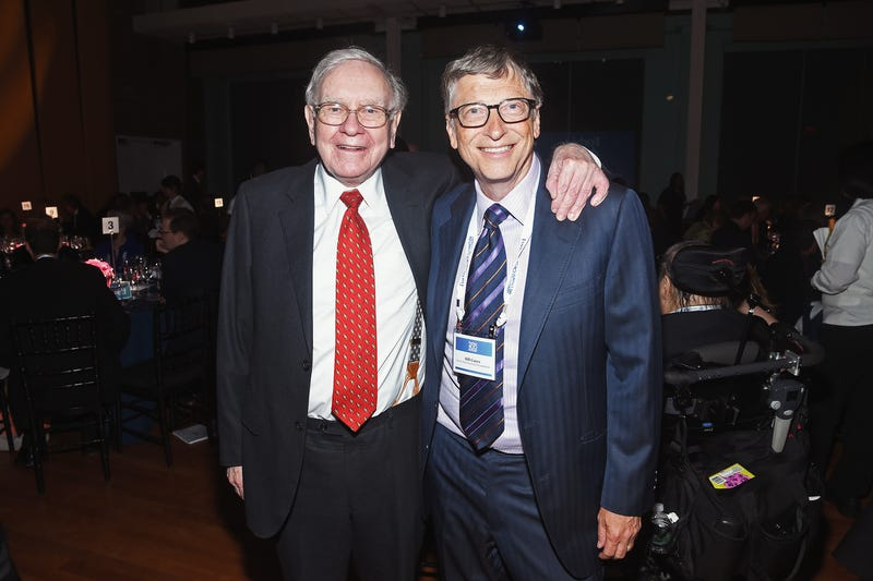 warren buffett and bill gates pose together