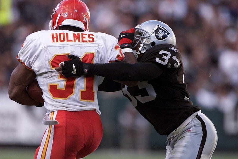 Anthony Dorsett tries to tackle Priest Holmes