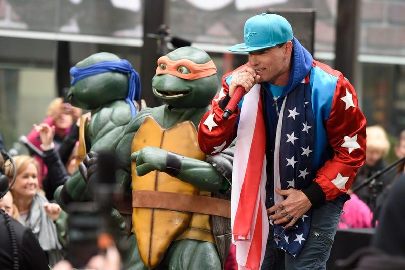 vanilla ice performs with mutant teenage ninja turtles in 2016
