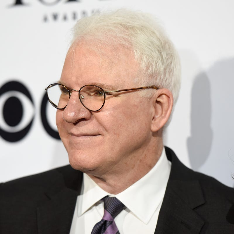 steve martin smiles on red carpet
