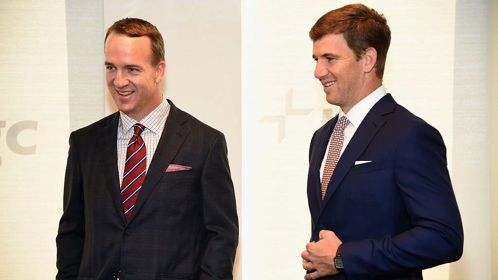 Fire alarm blares during Manning brothers' MNF broadcast: 'Eli, what'd you do?'