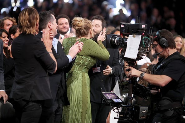 Adele kisses Simon Konecki after winning an award.