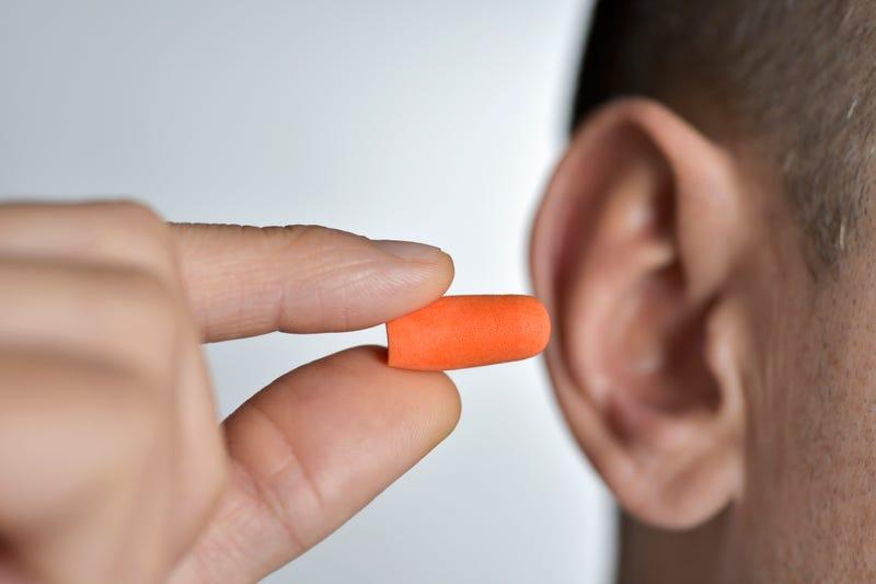 Man holding an earplug.