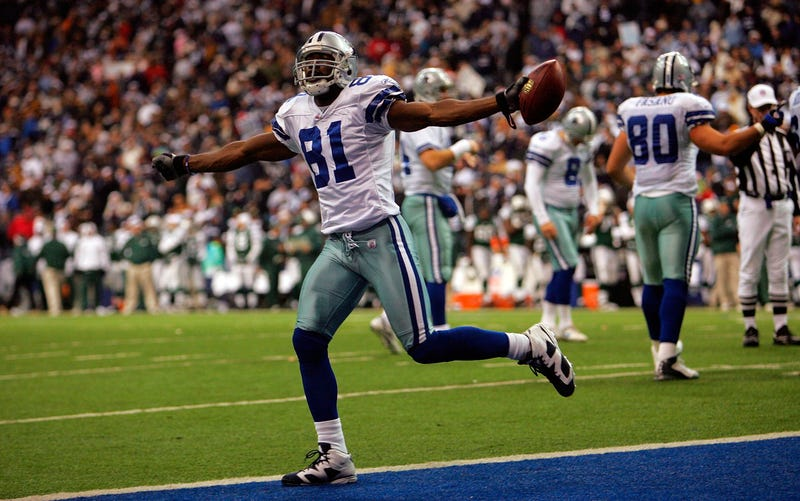 Cowboys star Terrell Owens goes for six