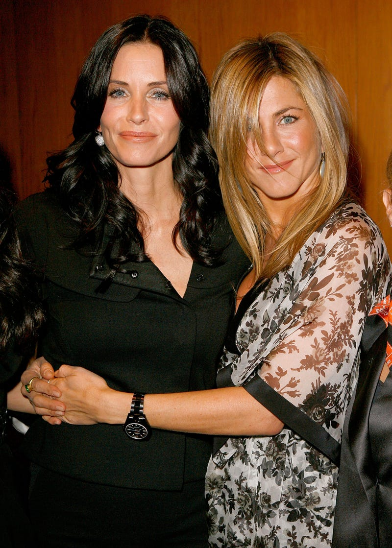 courteney cox and jennifer aniston in 2008