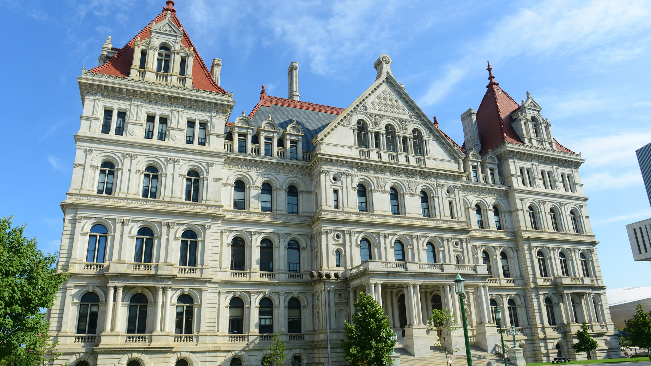 NY misses budget deadline, payday for state workers looms