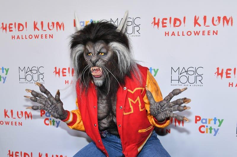 heidi klum dressed as werewolf from thriller for halloween