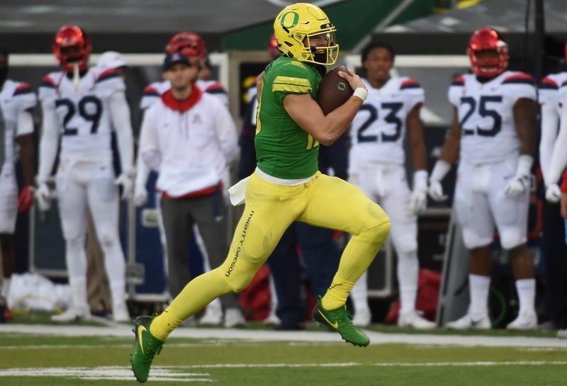 Oregon QB Justin Herbert escapes for a long touchdown