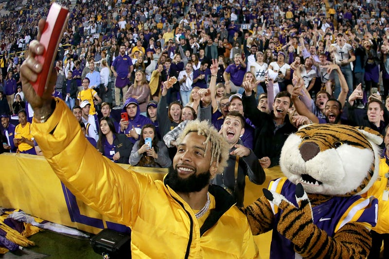 Odell Beckham poses for a selfie with LSU fans