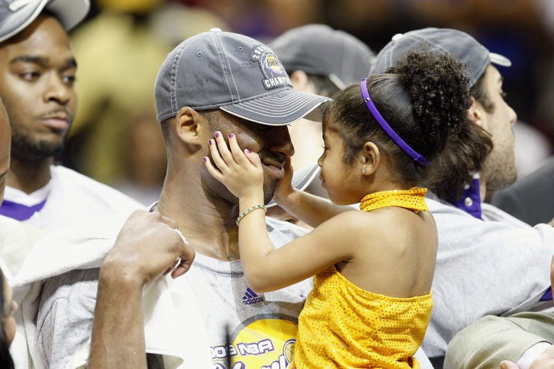 kobe bryant and daughter gianna celebrate lakers nba finals victory against orlando magic in 2009