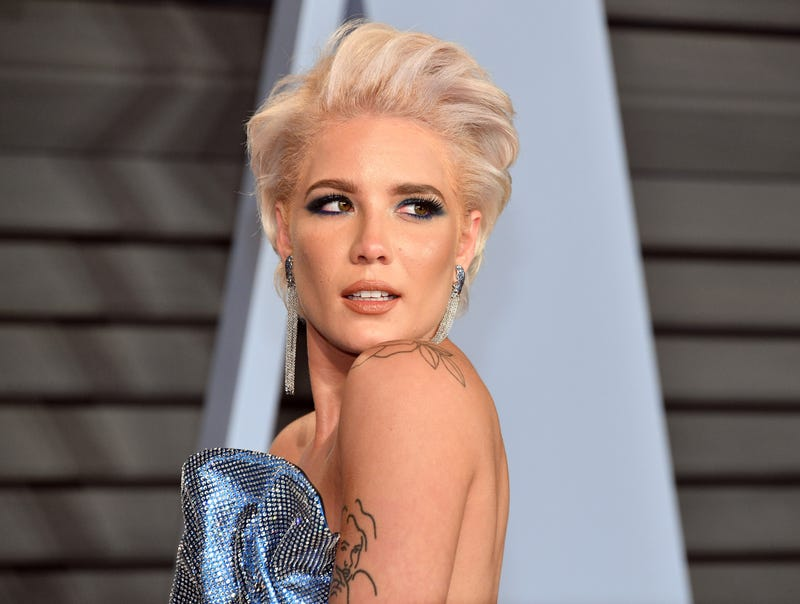 halsey rocks the blonde bombshell look at the 2018 vanity fair oscar party