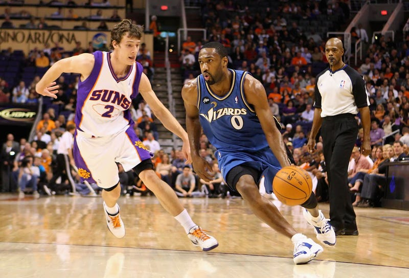 Gilbert Arenas driving on Phoenix Suns guard Goran Dragic