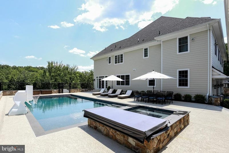 The pool and hot tub at Hamels' home.