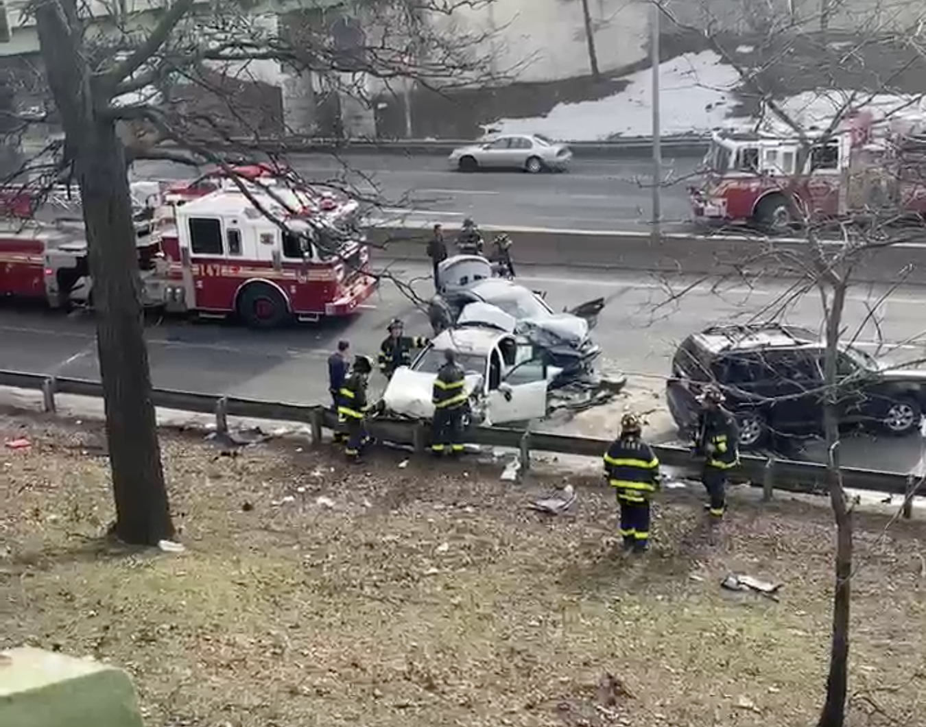 VIDEO: Multiple injuries when cars crash on Brooklyn expressway